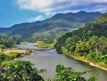 Le rio Moa s'étend  © partwish sur picasa•|• Chicos sur le Malecon © sogestour