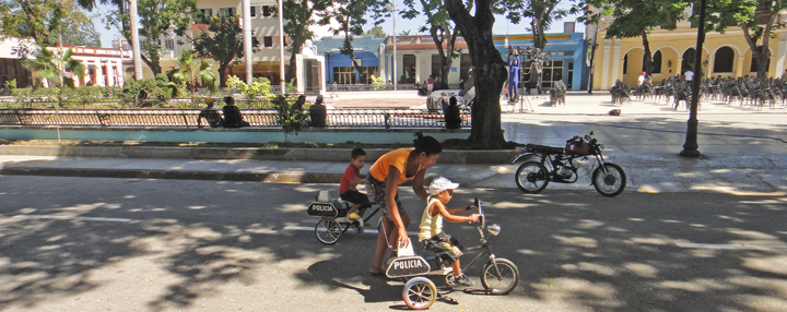 Parque Independencia - kids learning to ride like a cop © sogestour • Sierra Maestra © unk