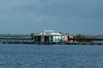 In the middle of nowhere, a langosta (lobster) midway house, solar-powered © henk.jamin, flickr.com