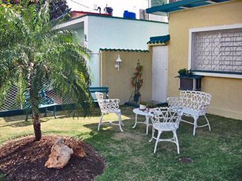 Faroles de jardin exterior explore exterior led and more for Faroles en hierro forjado para jardin