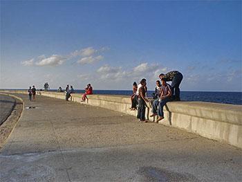 El Malecon © Maxime Felder, wikimedia commons •|• Hotel Nacional in Vedado © sogestour
