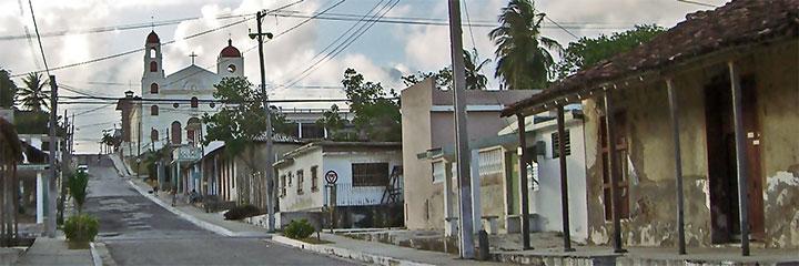 Iglesia catolica © eyanex, panoramio •]• Bahia © HectorMario21, panoramio