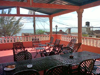 HOSTAL ENRIQUE | cubacasas.net |Zapata | Playa Larga | Batey Caleton •