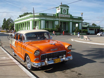Palacio del Pueblo + Chevrolet Naranjo © Cubanos 2112