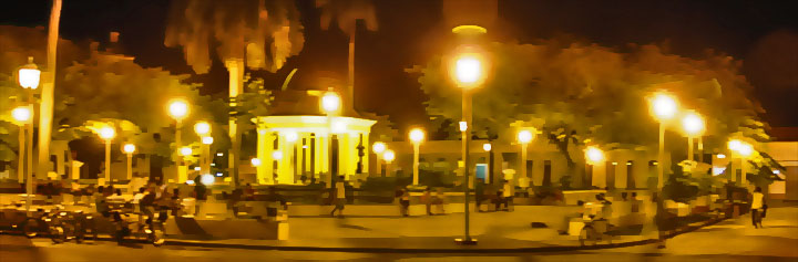 Main plaza at night © Fonku, panoramio.com •[• Balconies of Teatro Ruben Martinez Villena © sogestour